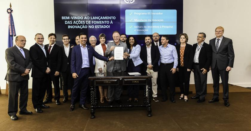 Representantes do governo do Estado e de entidades empresariais no lançamento do programa ES Inovador (Hélio Filho/Secom)